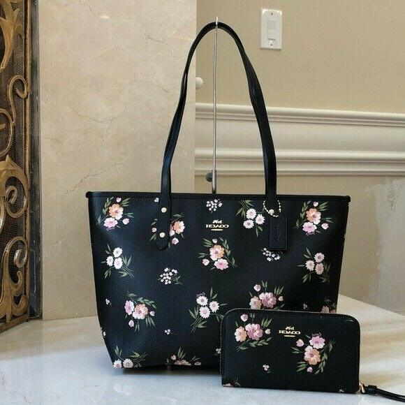 nwt signature city zip tossed daisy floral